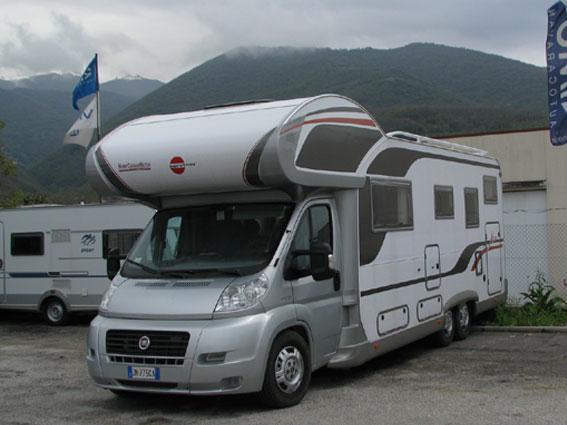 Buestener-Argos747-EasyRail-0001 - Vista esterna del mansardato avente lunghezza generosa e doppio assale posteriore