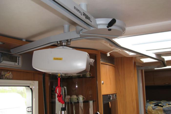 Buestener-Argos747-EasyRail-0009 - Vista del sollevatore in prossimità della porta di ingresso prima dello scambio a tre dimensioni.