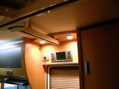 Laika-Keros-EasyRail-0001 - L'interno del veicolo: porzione di binario posizionata in corrispondenza dell'ingresso del veicolo.
