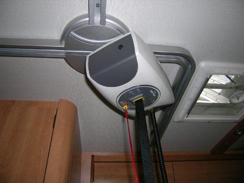 Interno2 - L' interno del veicolo con il dettaglio del sollevatore