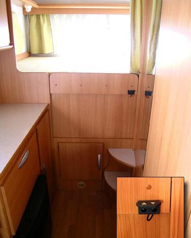 Quicklift-RimorKatamarano5-1 - Letto in posizione di fabbrica