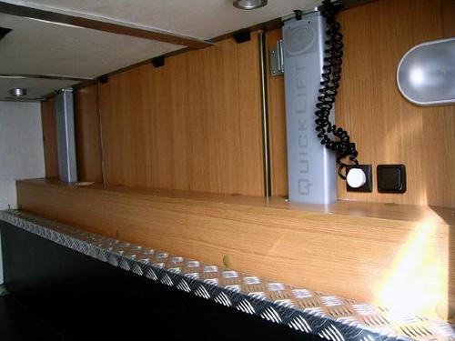 Quicklift-RimorKatamarano5-5 - Vista dal gavone letto in basso