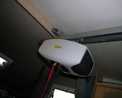 Sollevatore - Particolare del sollevatore in corrispondenza della mansarda: è visibile la lavorazione per la stabilizzazione del binario.