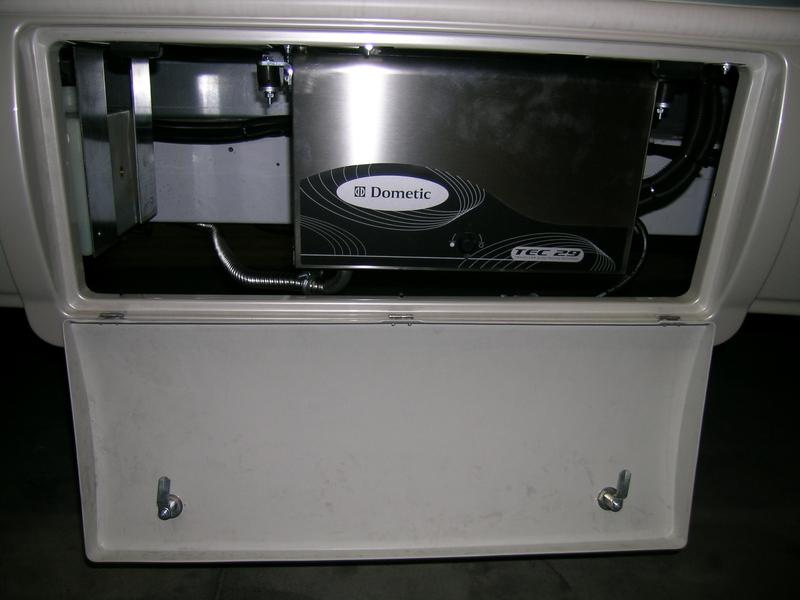 Generatore dometic usato montare motore elettrico for Generatore di corrente diesel usato